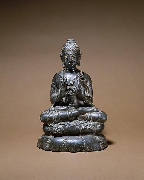 8th century, Swat Valley or Jammu and Kashmir, Shakyamuni, bronze, at the Metropolitan Museum of Art (USA).
